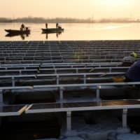 A floating solar power plant in Huainan, a former coal-mining region, in China's eastern Anhui province.  | AFP-JIJI