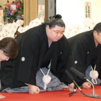 Shodai (center) accepts his promotion to sumo's second-highest rank of ozeki on Wednesday in Tokyo's Sumida Ward. | POOL / VIA KYODO