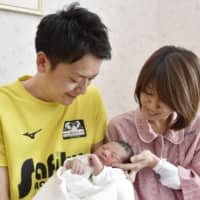 A government subcommittee is mulling a new system to make it easier for men to take leave for child raising, placing a focus on the period immediately after childbirth. | KYODO