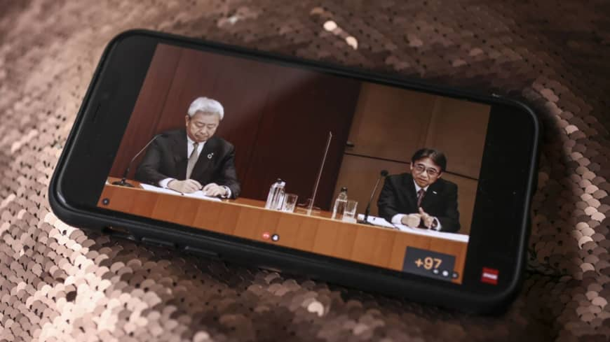 Japan's mobile phone carriers brace for further intervention by Suga