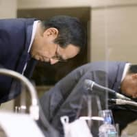 Japan Exchange Group President Koichiro Miyahara (left) apologizes over a system glitch at the Tokyo Stock Exchange and other bourses during a press conference Thursday in Tokyo. | KYODO