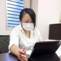 Kaori Suzuki, who heads a day care facility in Tokyo's Itabashi Ward, responds to questions from prospective applicants in an online roundtable event in September. | KYODO