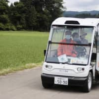 The vehicle travels at a rather sedate 12 kilometers per hour, and passengers are charged ¥200 per journey. | KYODO