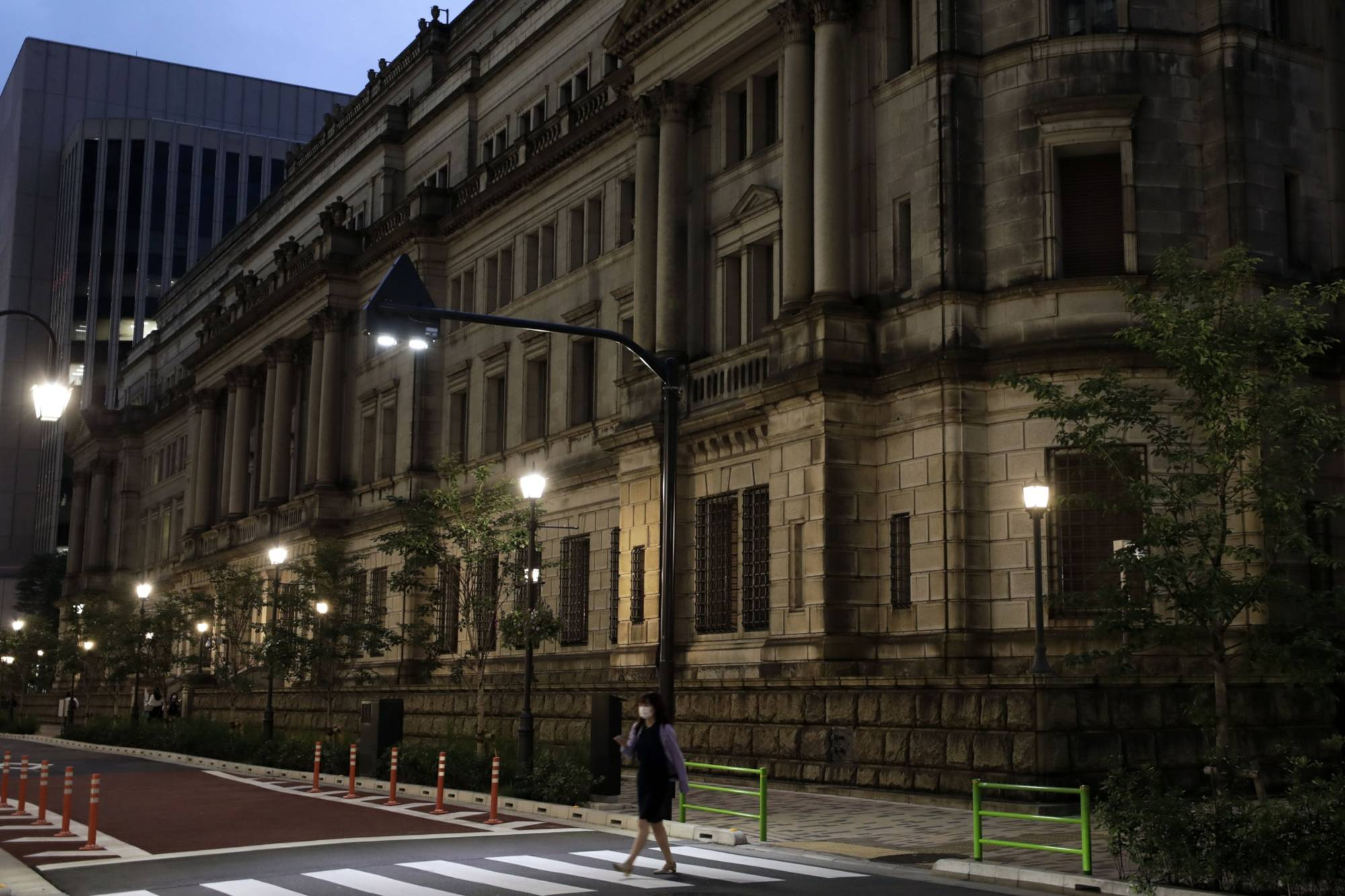 The Bank of Japan, seen in this photo, plans to conduct stress tests on its five major financial institutions to scrutinize how resilient they are to risks posed by COVID-19. | BLOOMBERG