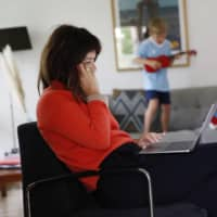 Who's still working at home? The affluent is who