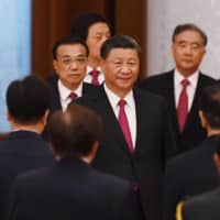 Chinese President Xi Jinping arrives with Premier Li Keqiang (left) for a reception at the Great Hall of the People on the eve of China's National Day on Sept. 30. | AFP-JIJI