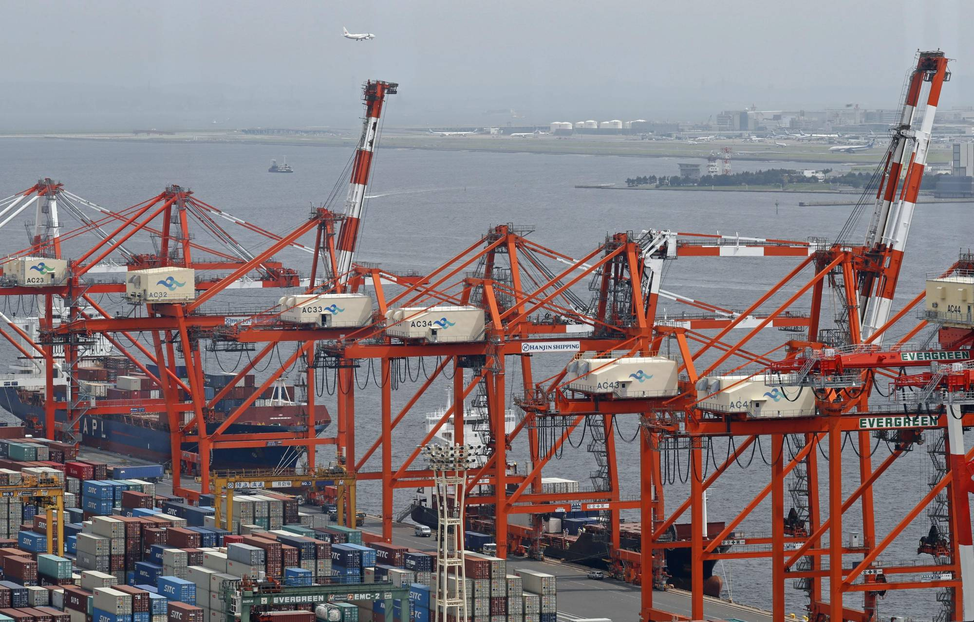 Japan's current account surplus fell in August.    KYODO