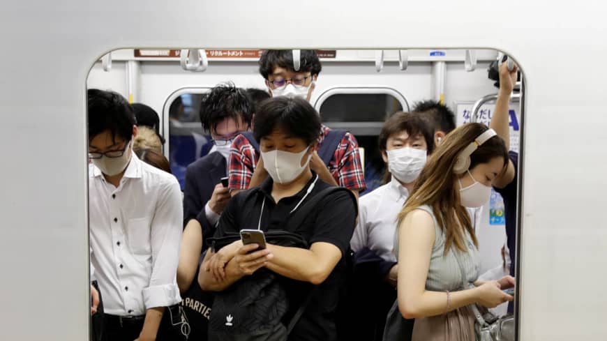 80% in Japan wear masks in close-range conversations, poll shows
