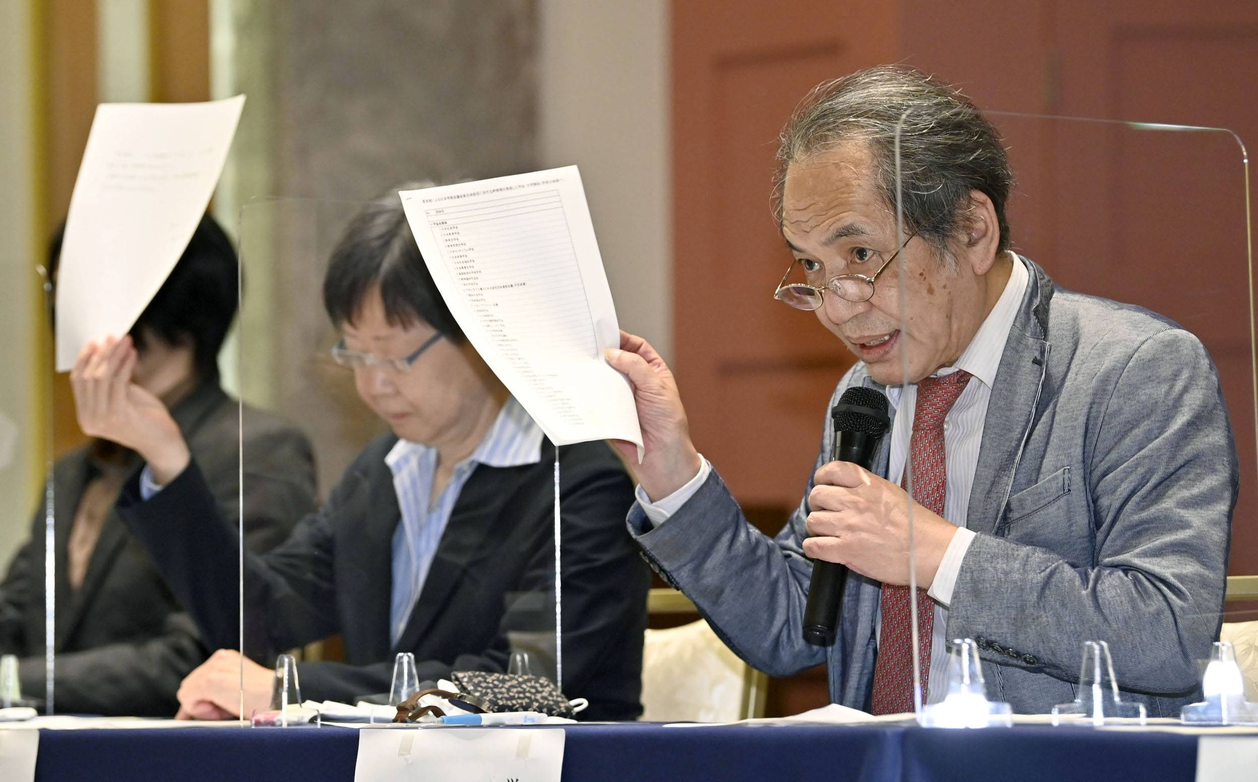 Members of the Association of Scholars Opposed to the Security-related Laws hold a news conference in Tokyo on Wednesday to protest Prime Minister Yoshihide Suga's decision to turn down six nominees to the Science Council of Japan. | KYODO