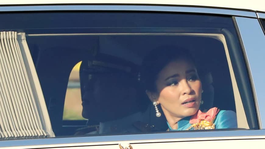 As motorcade rolls by, Thai royals glimpse the people's discontent