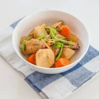 Fall feast: This hearty, country-style stewed dish is full of satoimo (taro), daikon radish and carrot, plus chicken wings for added flavor. | MAKIKO ITOH