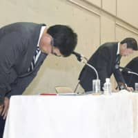 Tokai University chancellor Kiyoshi Yamada (second from left) and other officials bow during a news conference in Kanagawa Prefecture on Saturday. | KYODO