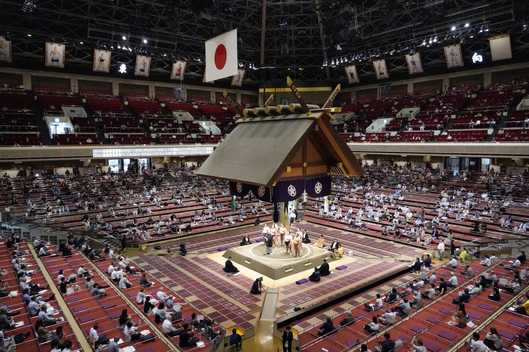 Daily attendances at two recent grand sumo tournaments held at Ryogoku Kokugikan have been capped at 2,500 as part of measures to prevent the spread of the coronavirus. | KYODO