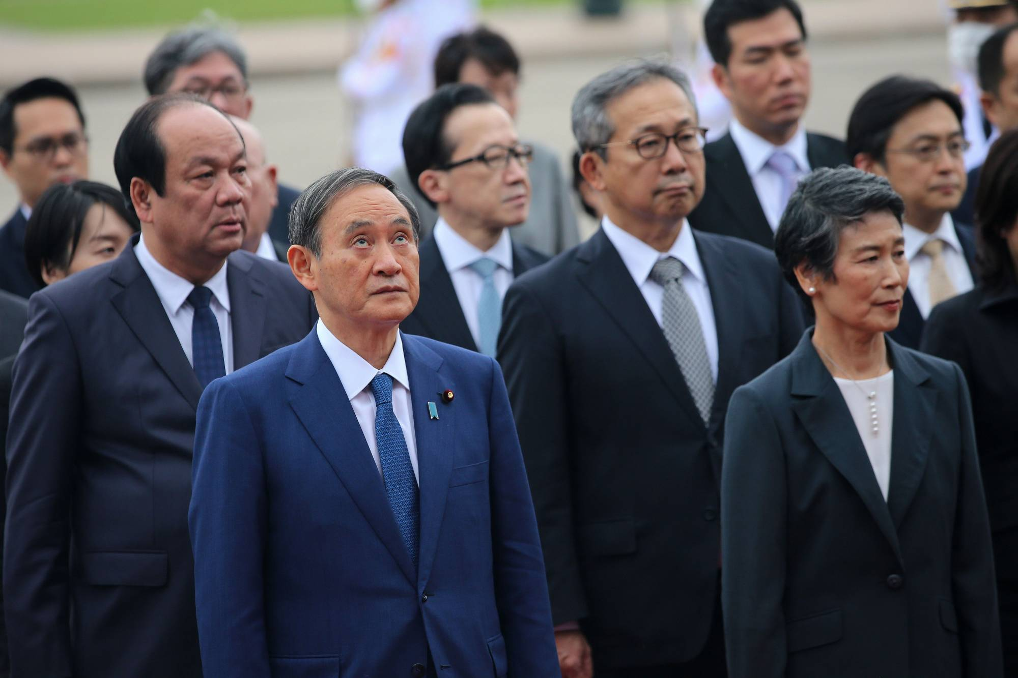 New Prime Minister Yoshihide Suga should have known that the average Japanese couldn't care less about the science council's members. Quiet approval of the recommended nominees would have been in line with precedent and avoided a silly public fight. | POOL / VIA AFP-JIJI