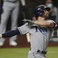 Brandon Lowe breaks out of slump with two homers as Rays pull even
