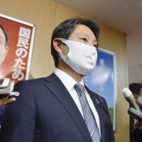 Toru Ishizaki, a member of the ruling Liberal Democratic Party, on Thursday offered to leave the party following his indictment on a charge of assaulting a secretary. | KYODO