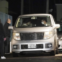 A car believed to be carrying Kazuo Sato, arrested on suspicion of abandoning a dismembered body in an apartment in Kashiwazaki, Niigata Prefecture, arrives at a police station in the city early Friday. | KYODO