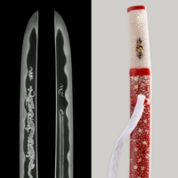 Left: Blade with so-shu forging pattern and dragon; Right: sharkskin scabbard with red lacquer