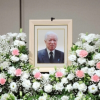 Suga attends memorial for father of North Korea abductee