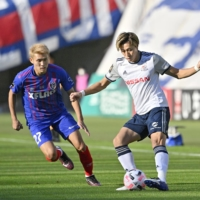 Marinos overwhelm Tokyo with four-goal second half
