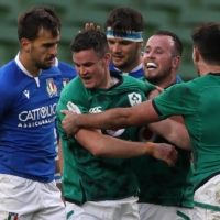 Ireland captain Johnny Sexton (second from left) celebrates after scoring his team's fifth try against Italy during their Six Nations match on Saturday in Dublin. | POOL / VIA AFP-JIJI