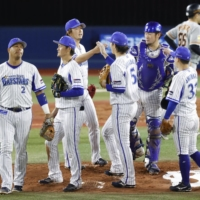 BayStars send pennant-chasing Giants home empty-handed