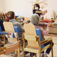 Despite high demand for nursing services in Japan due to its rapidly graying population, the number of care facility users fell sharply in May as older people refrained from visiting for fear of being infected with COVID-19. | KYODO