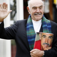 Sean Connery poses for photographers as he promotes his book 'Being a Scot' at the Edinburgh International Book Festival in August 2008. | AFP-JIJI
