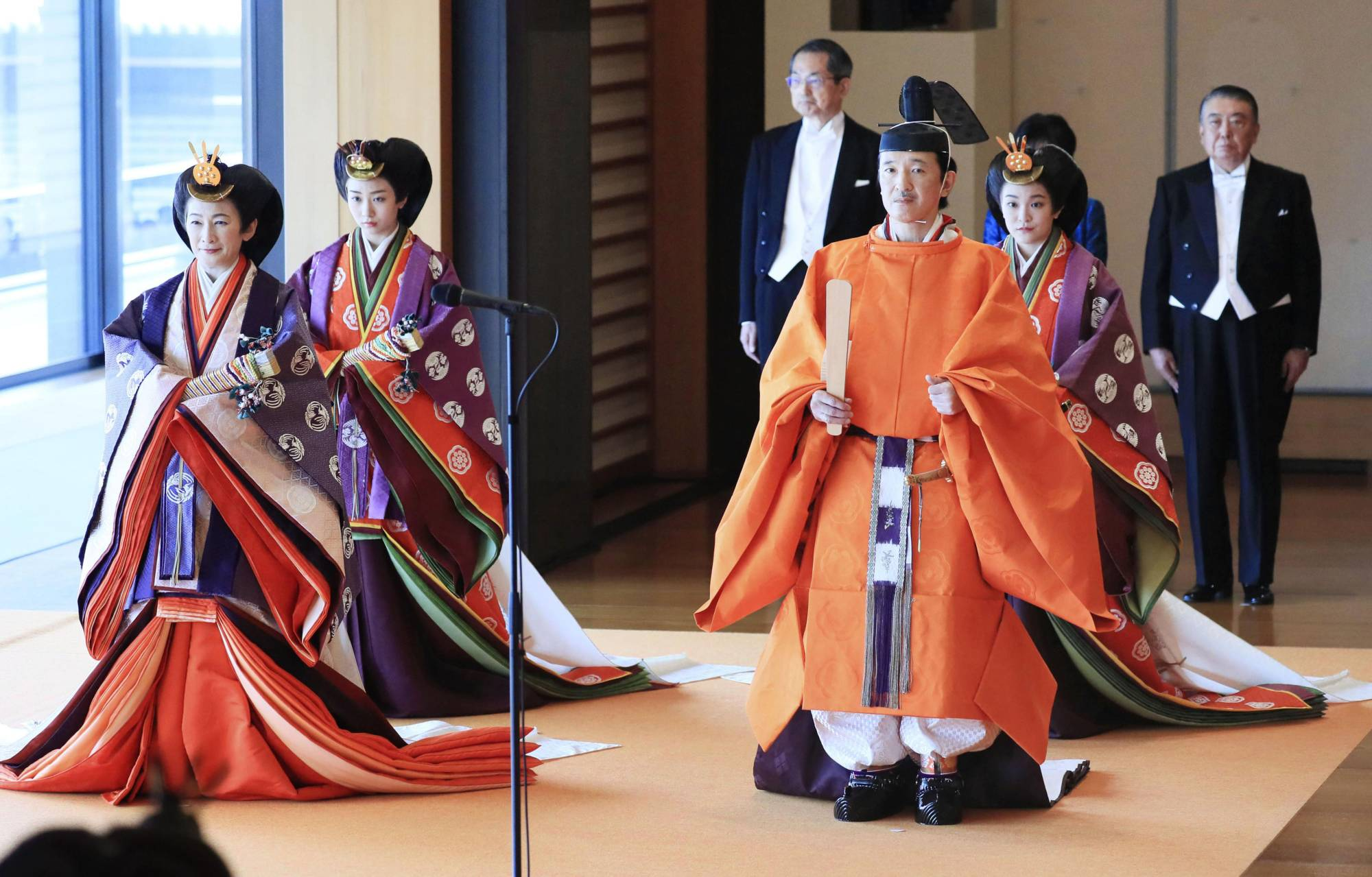 Crown Prince Akishino (front, right) and Crown Princess Kiko (front, left),  along with their daughters Princess Mako (back, right) and Princess Kako, head to Emperor Naruhito's enthronement ceremony at the Imperial Palace in Tokyo on Oct. 22, 2019. | KYODO