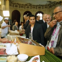 IOC officials eat sushi at Japan House during the 2012 London Olympics. Hospitality expenses for IOC officials are expected to be curtailed significantly in an effort to reduce costs for the delayed Tokyo Games.   KYODO