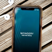 Wondery is seeking $300 million to $400 million (about ¥31 billion to ¥41.3 billion) in a possible sale.  | BLOOMBERG
