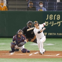 Hayato Sakamoto reaches 2,000 hits with real chance for run at 3,000