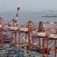 Japan's current account surplus in the first half of fiscal 2020 plummeted to the lowest level in over five years. | KYODO