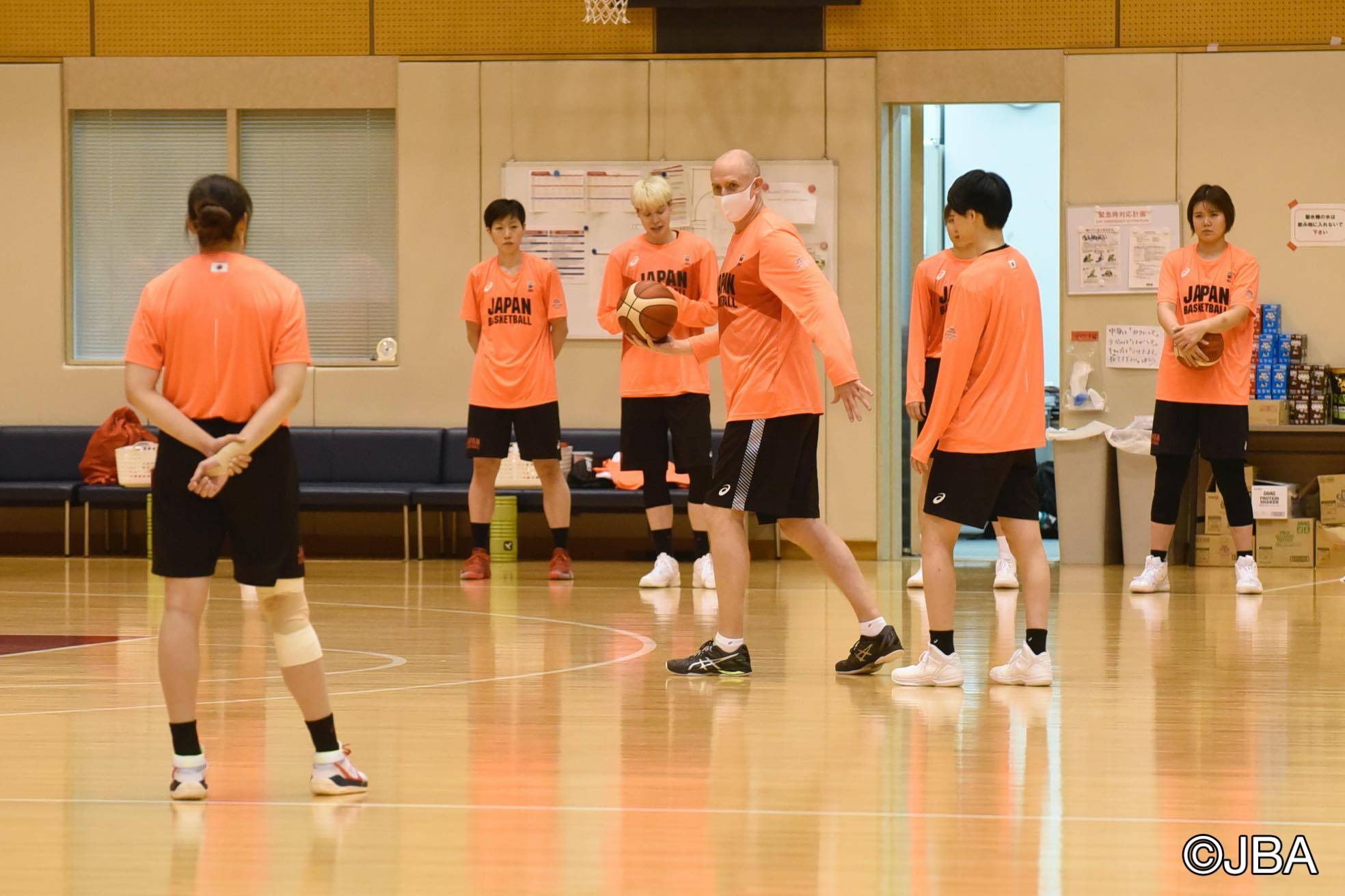Akatsuki Five women's head coach Tom Hovasse instructs his players during Monday's practice. | COURTESY OF THE JAPAN BASKETBALL ASSOCIATION