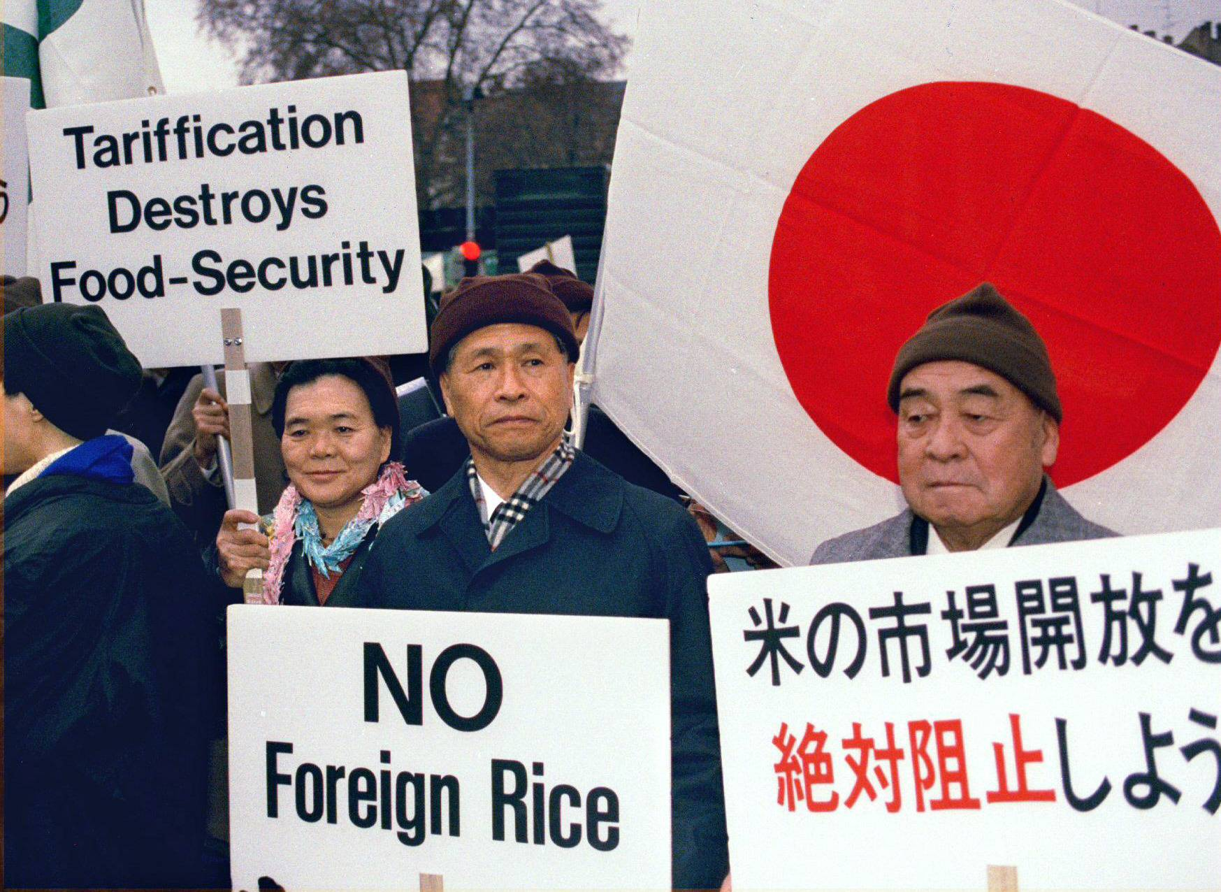 The financial subsidies paid to Japanese farmers to keep rice production down amounts to ¥300 to ¥400 billion annually. If the government wants to increase exports, production needs to be raised. | REUTERS