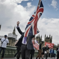 Pro-Brexit demonstrators hold a rally near the Parliament in London in June 2016.  | ADAM FERGUSON / THE NEW YORK TIMES