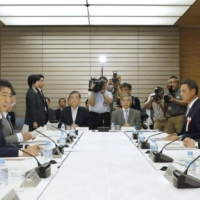 A previous incarnation of the Council on Economic and Fiscal Policy, chaired by then-Prime Minister Shinzo Abe, holds a meeting in July 2018. | KYODO