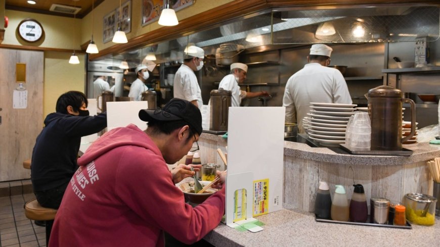 Tokyo's tiny ramen bars close up shop rather than raise prices