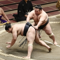 Takakeisho and Terunofuji unbeaten heading into weekend