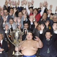 Kotoshogiku celebrates with supporters after winning the January 2016 New Year Grand Sumo Tournament, becoming the first Japanese wrestler to win a grand sumo tournament in 10 years. | KYODO
