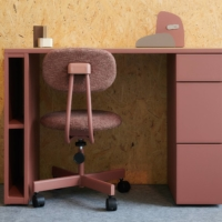Re-Born office goods: The 1518 Jim Chair made by Noritsuisu and Jim Desk by Alps Steel are creatively directed by product designer Ryota Yokozeki. |