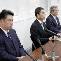 Miyagi Gov. Yoshihiro Murai, Onagawa Mayor Yoshiaki Suda and Ishinomaki Mayor Hiroshi Kameyama announce the approval of the reactor's restart at a news conference in Ishinomaki City, Miyagi Prefecture, on Nov. 11. | KYODO