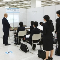 Job offers to new graduates in Japan fall sharply due to pandemic