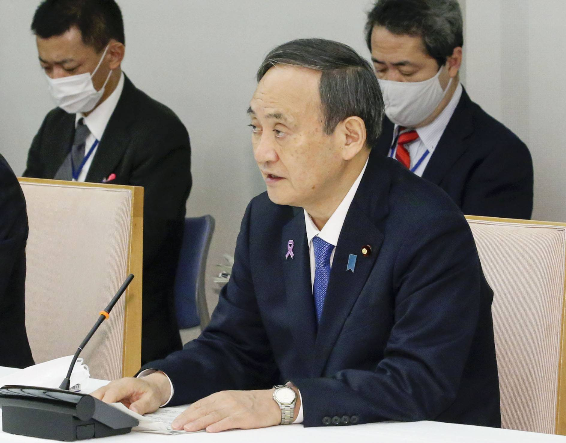 It appears that some in the Liberal Democratic Party are considering convening the regular Diet session earlier than usual in order to leave room for Prime Minister Yoshihide Suga to dissolve the House of Representatives. | KYODO