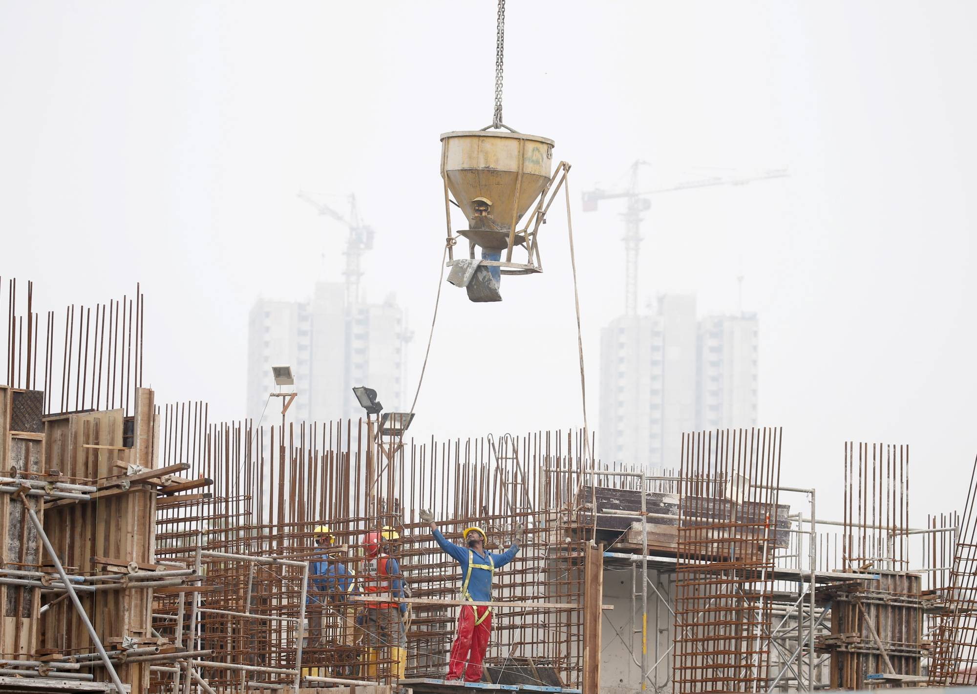 Construction workers prepare to pour concrete in Singapore in September 2015. It's been an agonizing year for the construction industry in Singapore. Activity fell 44.7% in the third quarter from a year earlier.     | REUTERS