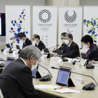 Tokyo Metropolitan Government officials and experts meet to monitor the COVID-19 situation on Nov. 12. | KYODO