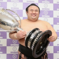 Takakeisho aiming for promotion to <i>yokozuna</i> after capturing second title