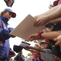 Yu Darvish signs autographs after a spring training session in Surprise, Arizona, on March 25, 2012. | REUTERS