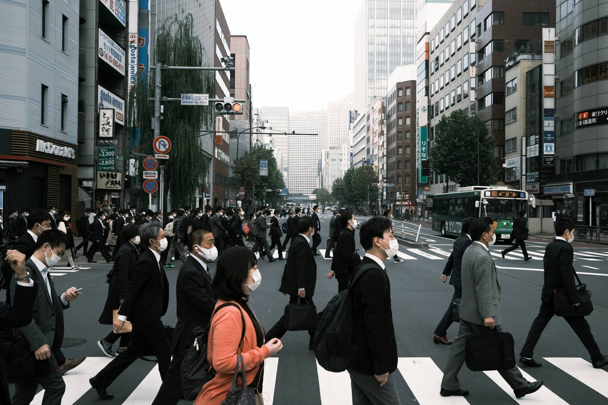 Tokyo reports 186 cases of new coronavirus infections on Tuesday. | BLOOMBERG