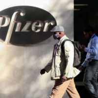 News that the experimental COVID-19 vaccines produced by U.S. drugmakers Pfizer Inc. and Moderna Inc. were about 95% effective in late-stage trials helped push up global stock markets and offered a ray of hope around the globe. | AFP-JIJI